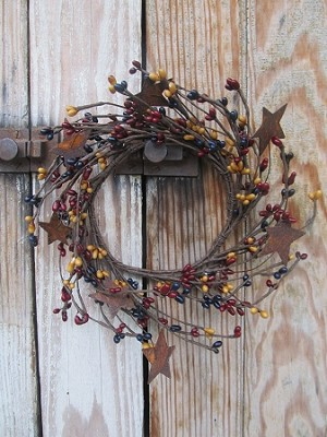 Primitive Americana Colonial 8 Inch Pip Berry Wreath with Rusty Stars