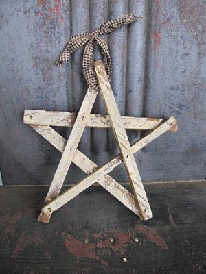 Primitive Whitewash Lathe Star with Homespun Hanger